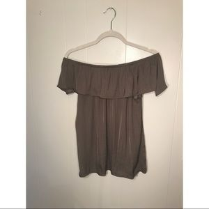 Off the shoulder gray maurices top. Size medium.